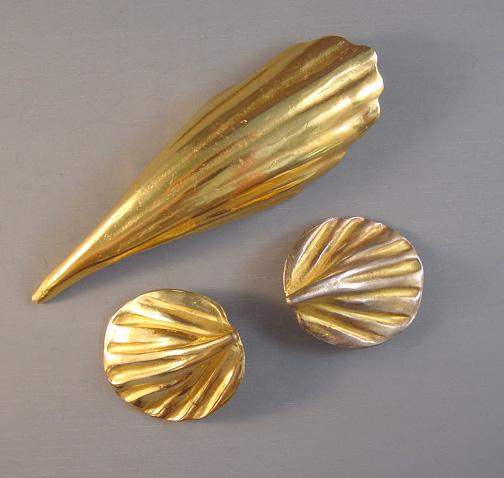 DKNY Donna Karan unsigned gold tone stylized brooch, earrings