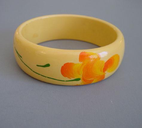 BAKELITE cream corn bangle, hand painted flowers