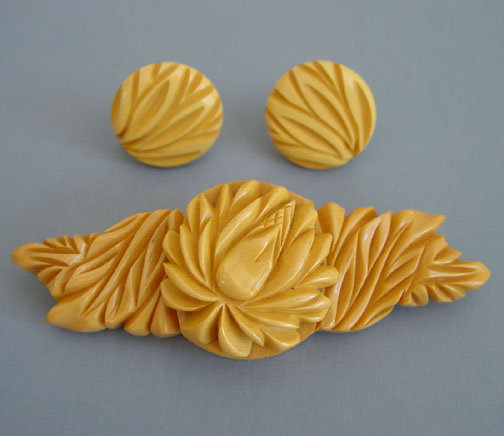 BAKELITE butterscotch extremely well carved brooch & earrings