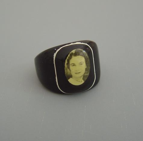 BAKELITE black & cream photo ring