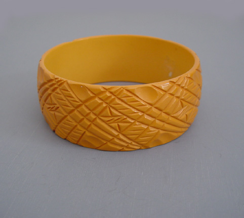 BAKELITE butterscotch bangle with cross-hatched designs