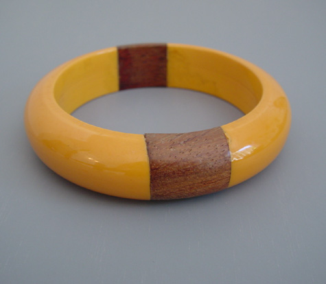 BAKELITE butterscotch bangle with two wood inserts