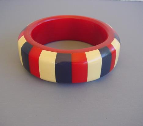 HOWARD KRONIMUS bakelite red bangle with laminated stripes