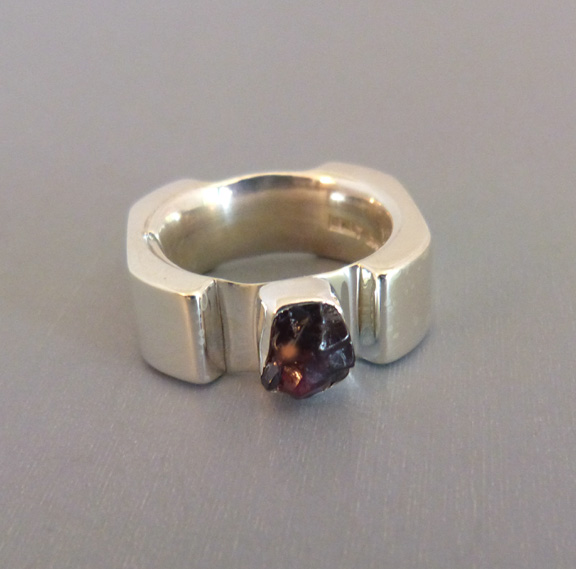 LILLY BARRACK sterling hand made ring with a garnet