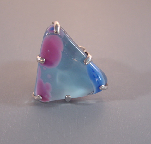 MARIQUITA MASTERSON unsigned poured glass triangular ring