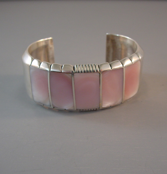 NATIVE AMERICAN Jerry Nelson sterling & pink mother-of-pearl bracelet