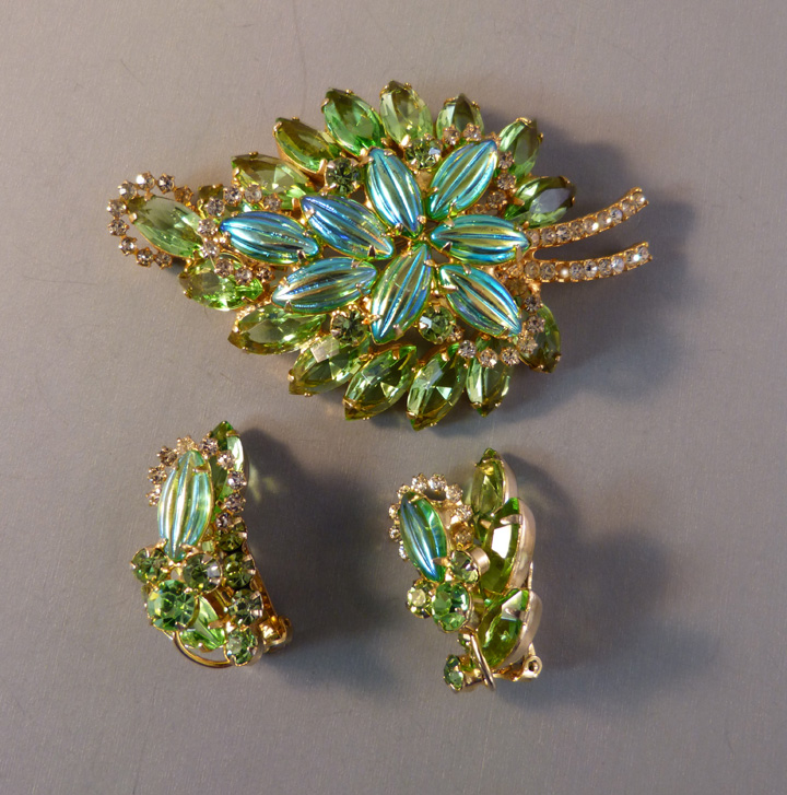 JULIANA D&E DeLizza & Elster green brooch & earrings