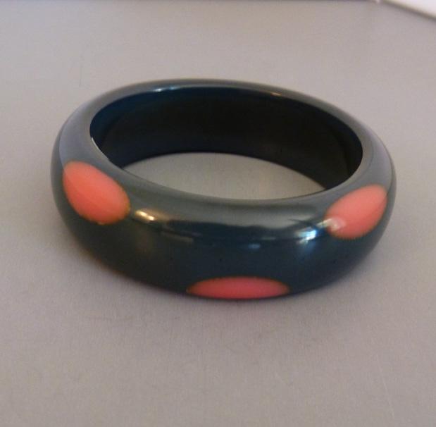 SHULTZ bakelite slate bangle salmon pink dots