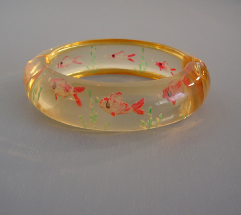 SHULTZ Lucite hinged bangle with reverse carved fishes