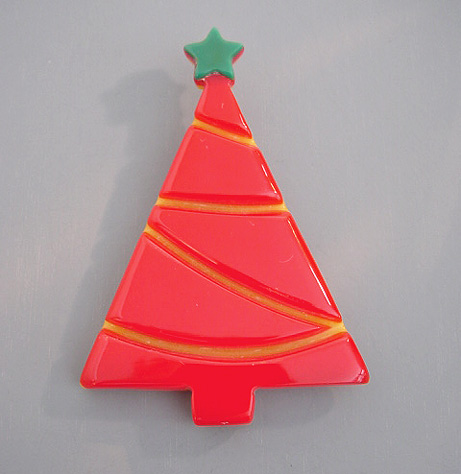 SHULTZ bakelite red, yellow, green Christmas tree brooch