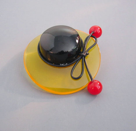 SHULTZ bakelite apple juice and black hat brooch