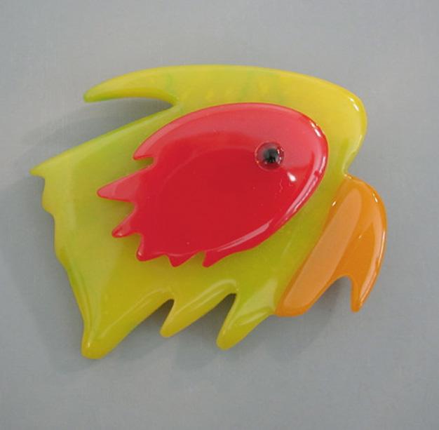 SHULTZ bakelite parrot head brooch