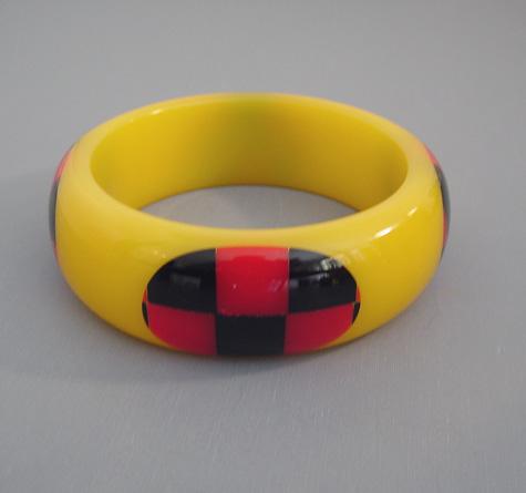 SHULTZ bakelite yellow bangle red black check dots