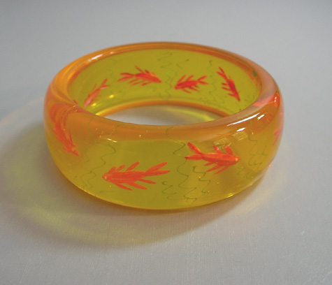SHULTZ bakelite apple juice bangle, reverse carved fish