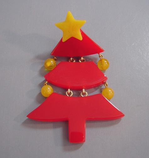 Shultz bakelite christmas tree brooch red dangling