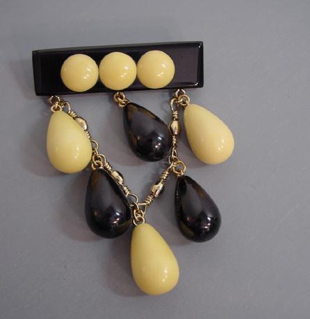 SHULTZ bakelite black and cream bar brooch