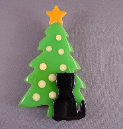 SHULTZ bakelite Christmas tree brooch with cat