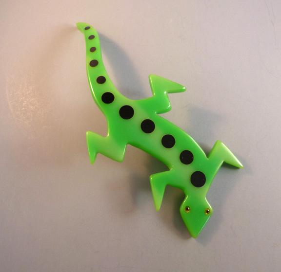 SHULTZ bakelite HUGE green lizard brooch, black dots, 8″