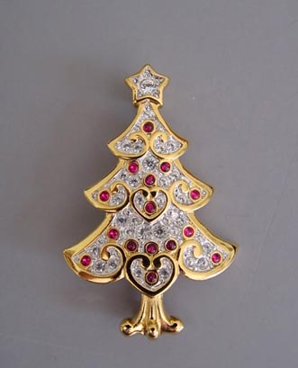 SWAROVSKI Christmas tree brooch tiny cabs and little heart shapes