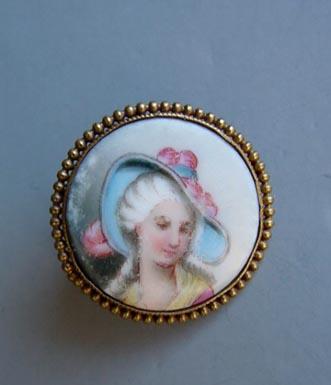 VICTORIAN hand detailed portrait pin