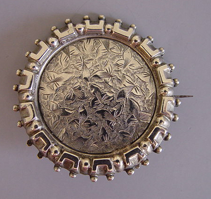 VICTORIAN silver round brooch with etched leaves