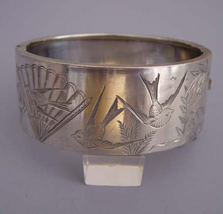 VICTORIAN 1890s sterling bangle Aesthetic design of birds