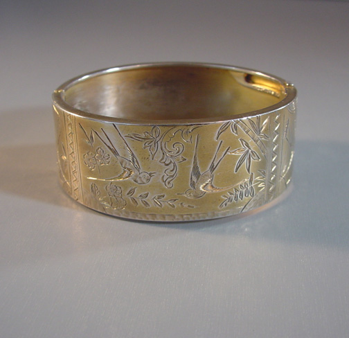 VICTORIAN gilt silver hinged bangle with aesthetic design, 1880s