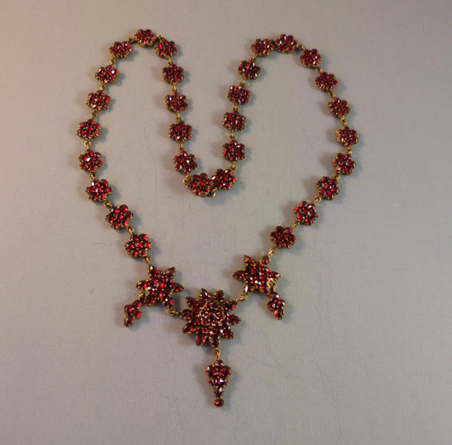 VICTORIAN Bohemian garnet necklace with stars and drops