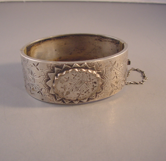 VICTORIAN aesthetic silver hinged bangle bracelet