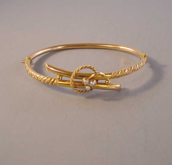 VICTORIAN 9ct hinged bangle bracelet with 3 seed pearls