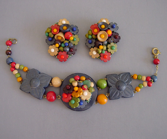 WOODEN beads and flowers bracelet, clips, Czech 1935