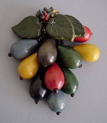 WOODEN olives & green leaves pin, 1940
