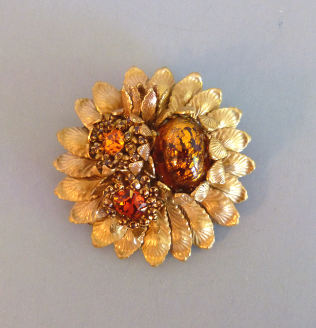 AMOURELLE large flower brooch in honey and cabochons, 1960s