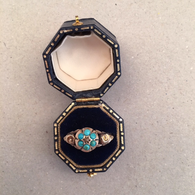 VICTORIAN 9 ct Persian turquoise ring with 6 turquoises