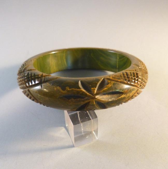 BAKELITE bangle dark green & yellow marbling, starburst, cross hatch