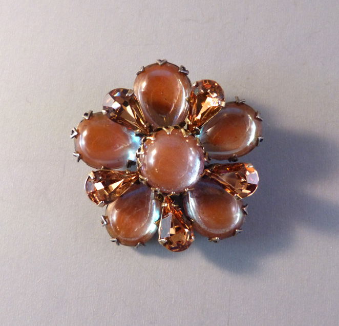 REGENCY saphiret rhinestones brooch with chocolate colored teardrops