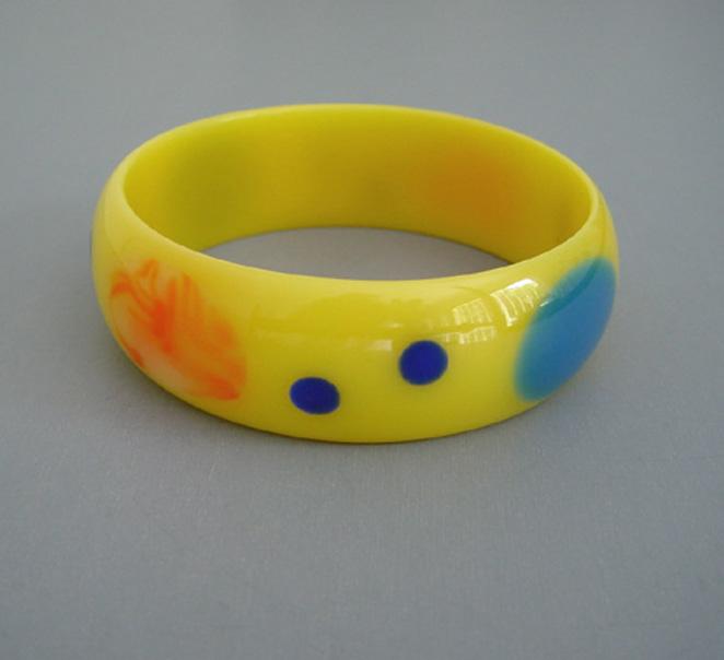 SHULTZ bakelite  yellow swirl bangle with aqua and orange dots