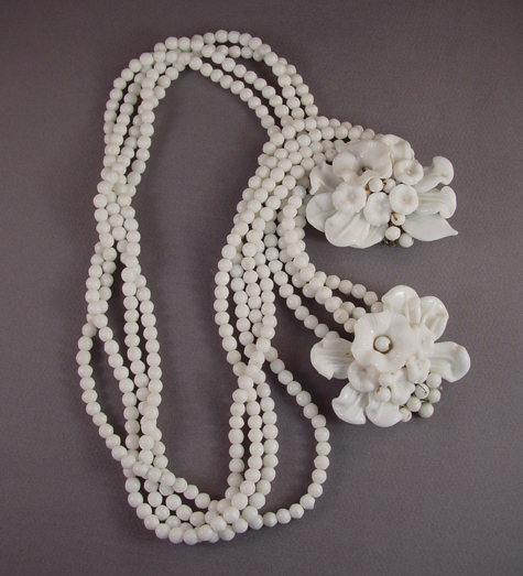 MIRIAM HASKELL Hess white glass flowers, leaves lariat necklace