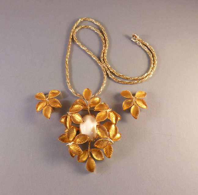 SCHREINER necklace and earrings with frosted golden leaves