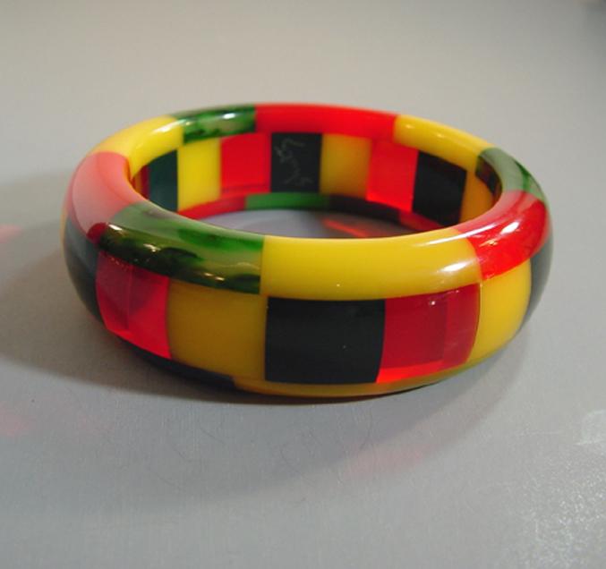 SHULTZ bakelite 3-row bangle red, green, navy blue, yellow checks
