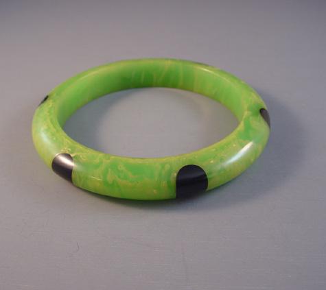 SHULTZ bakelite green with cream marbled dot bangle