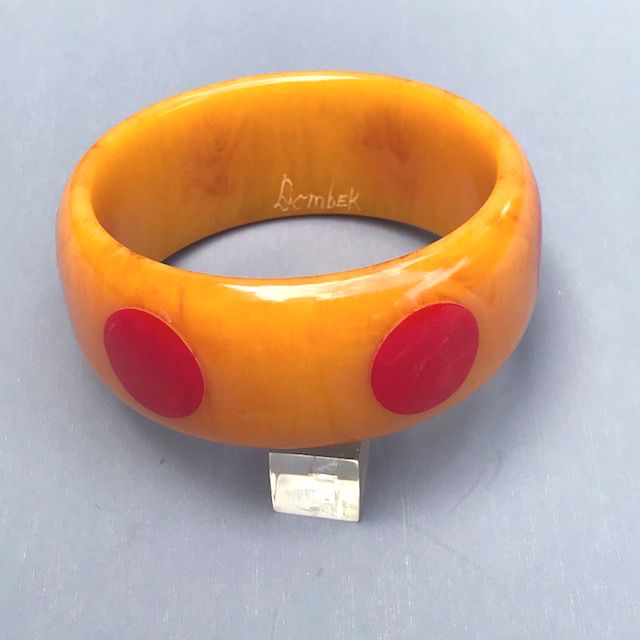 DOMBEK bakelite marbled apricot bangle with four red dots