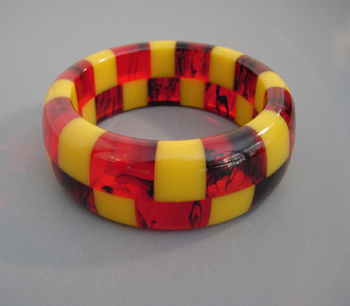 SHULTZ bakelite two row check bangle transparent red, black, yellow