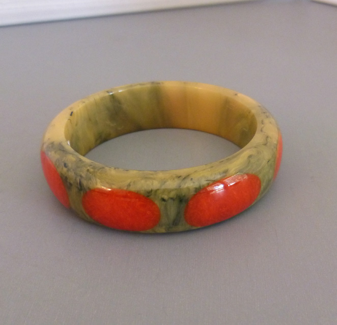 SHULTZ bakelite gray and cream marbled bangle with 8 red dots
