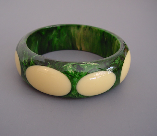 SHULTZ bakelite green marbled bangle with deep cream dots