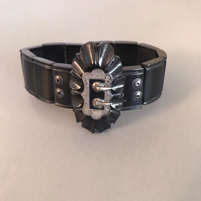VICTORIAN bois durci bracelet with silver buckle