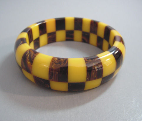 SHULTZ bakelite two row check bangle in yellow and marbled brown