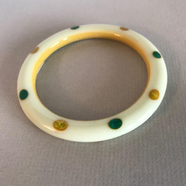 SHULTZ bakelite pea yellow tube bangle with edge dots on two sides