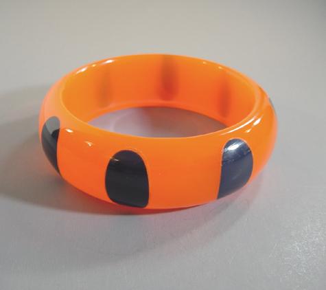 SHULTZ bakelite day-glo salmon orange colored translucent bangle with dark blue dots