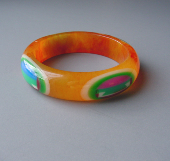 SHULTZ bakelite bangle cheerful multi-colored oval dots, dovetails